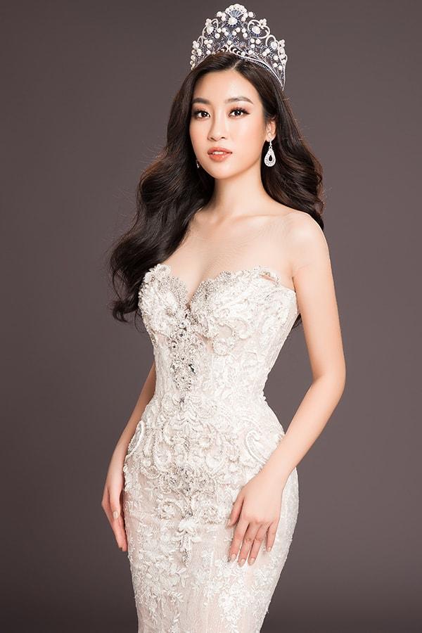 Khan gia don Tieu Vy ve nuoc sau khi thi Miss World